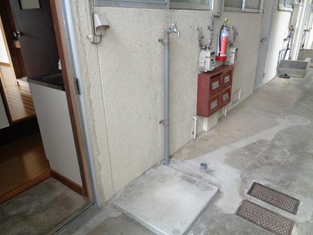 洗濯機置場(外)